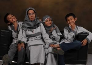 Ibuku dan Ketiga Cucunya