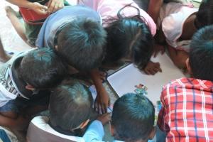 """""""Ayo Bermain Puzzle"""" di Hari Anak Nasional bersama sobat-sobat Pemulung"""
