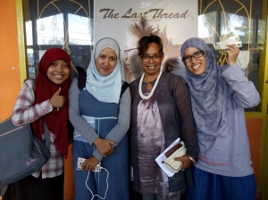 Foto bareng dengan Ibu tukang jahit di film the last thread